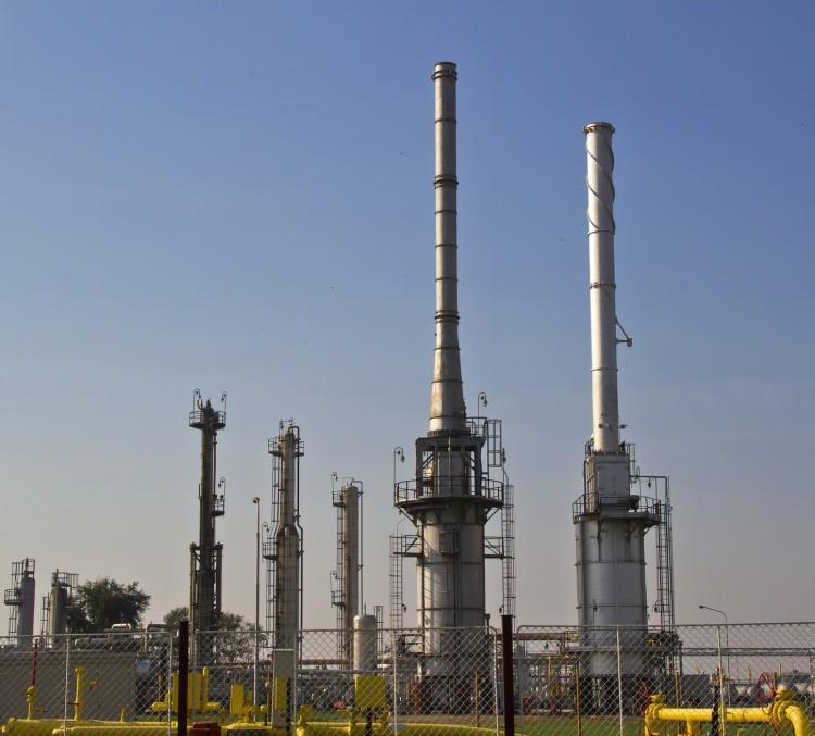 Fotolia_100575264_Natural-Gas-Processing-Plant_M-e1455140295981