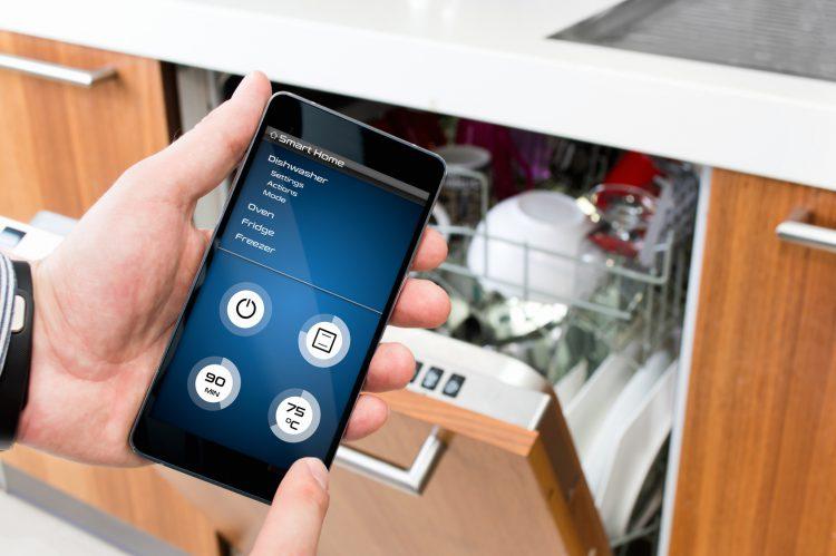 Fotolia_117967946_Turning-on-Dishwasher-with-smartphone-app_M-e1488294259558