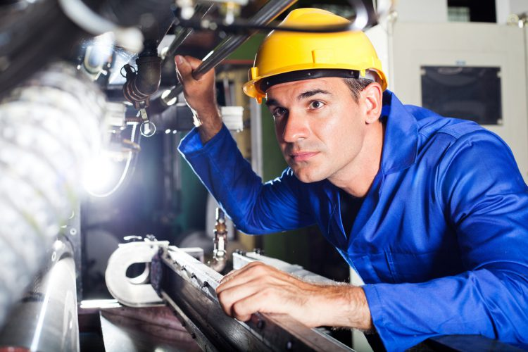 Fotolia_38969282_Factory-Male_M-e1461180890470