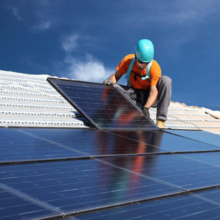 Fotolia_48259316_Man-installing-Solar-Panels_M-e1466784580568
