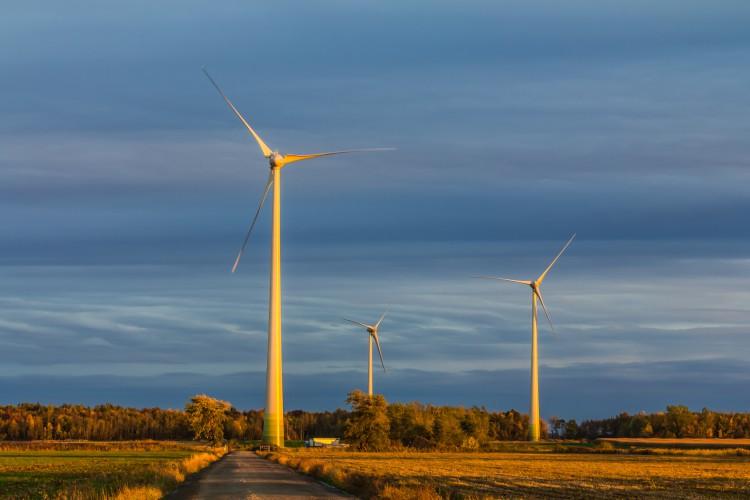 Fotolia_50388872_Wind-Turbines_2-e1448383552753