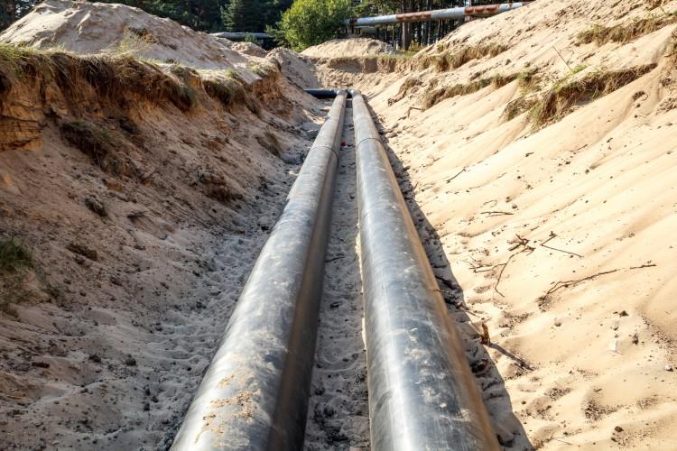 Fotolia_64879200_Pipeline-Construction_M-e1457385599947