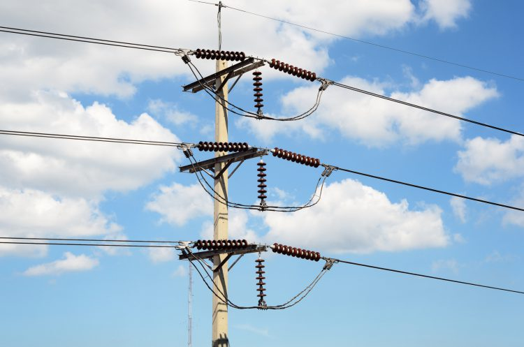 Fotolia_67432342_Power-transmission-lines_M-e1470947817401
