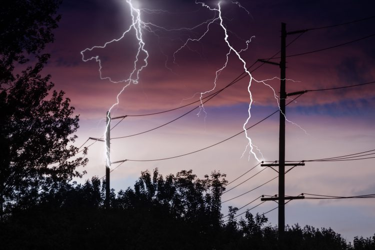 Fotolia_84012181_Power-lines-with-lightning_M-e1464370737667