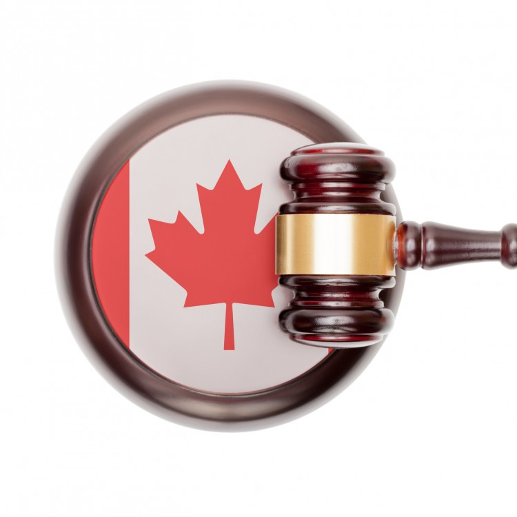 Fotolia_86211455_Canadian-Flag-and-Gavel_M-e1447431574357