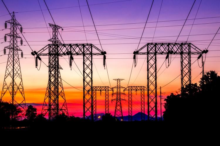 Fotolia_95572944_High-Voltage-Post-at-Twilight_M-e1449161858151