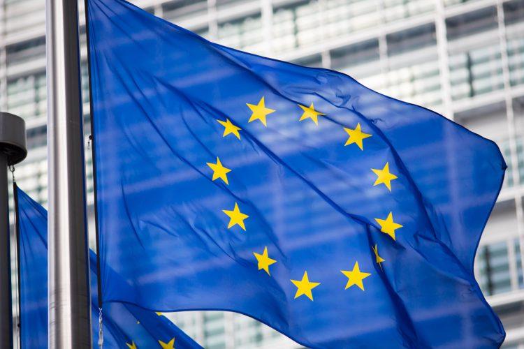 Fotolia_68767205_EU-flag-in-front-of-Berlaymont-building_M-e1464812036112
