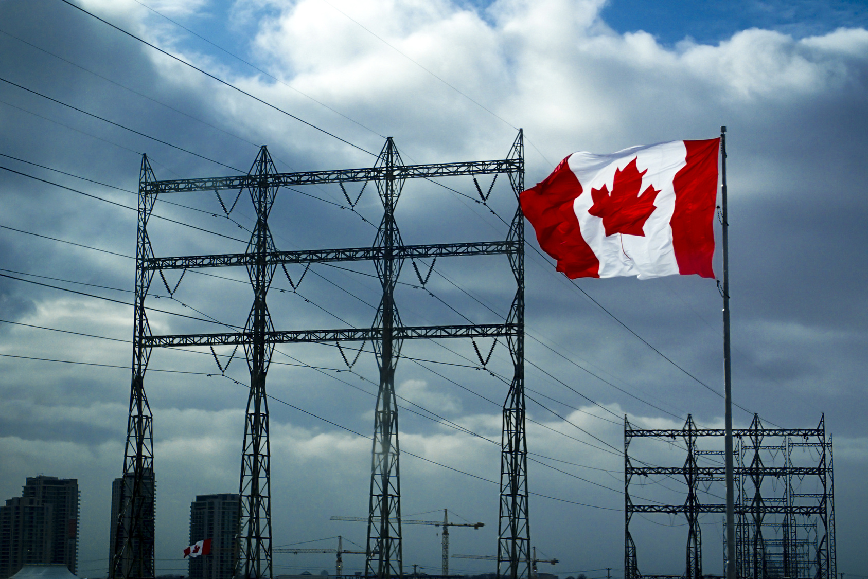 Fotolia_124462819_Canadian Flag with power lines _M