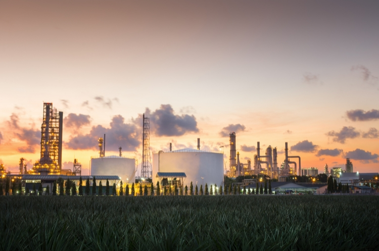 shutterstock_1071563069_natural gas plant_web