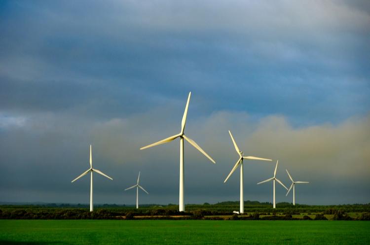 shutterstock_1174686643_wind turbine web