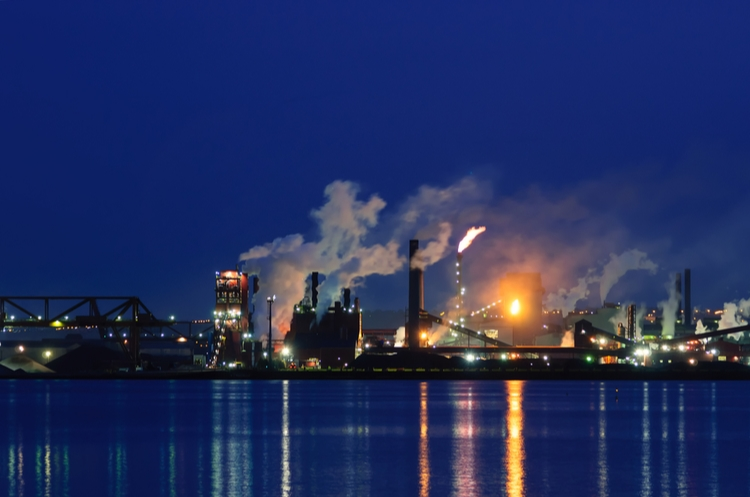 shutterstock_279923090_chemical plant web