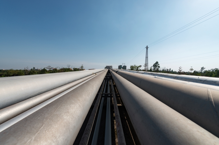 shutterstock_390174634_pipeline web