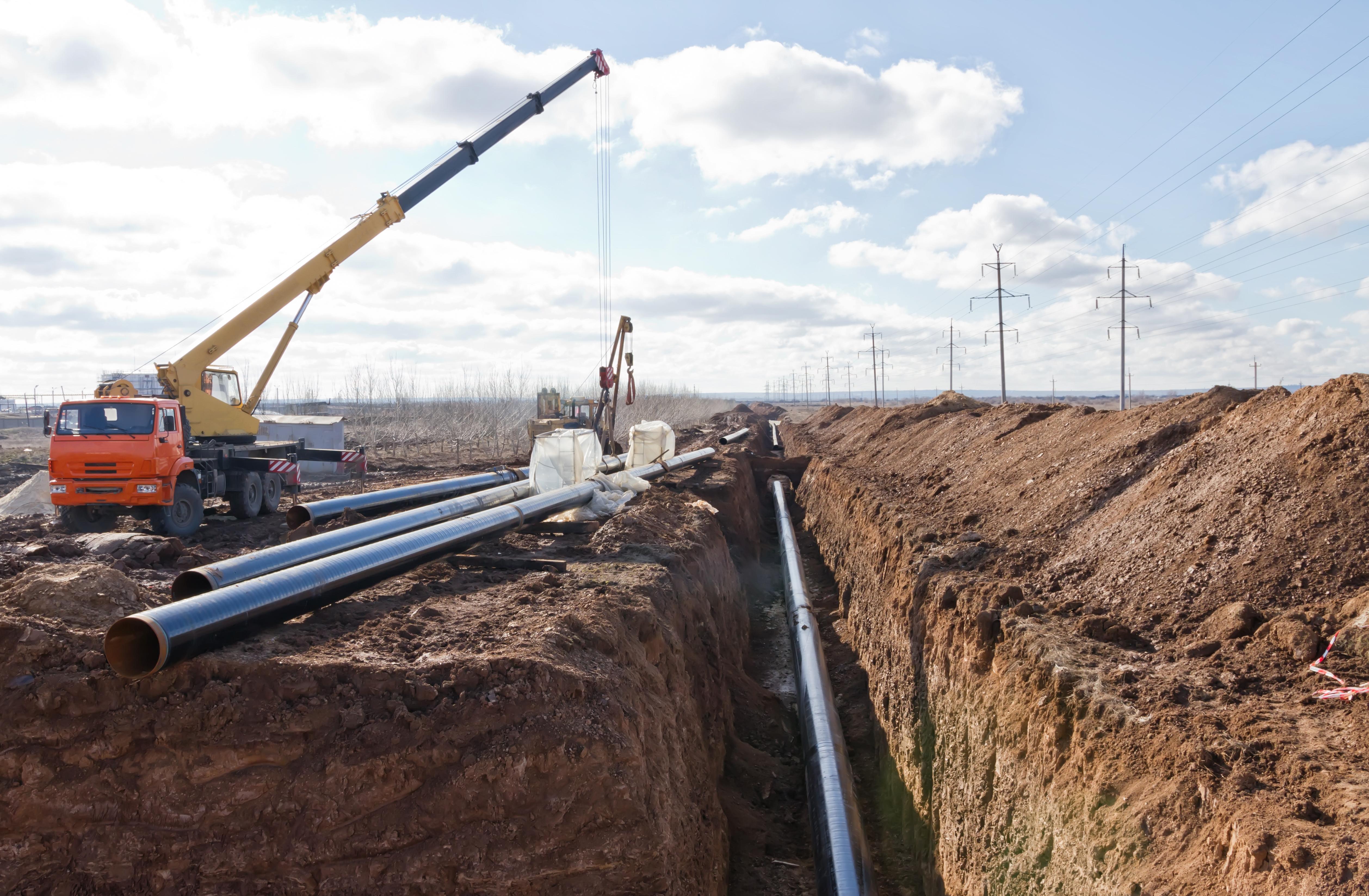 shutterstock_531889711_pipeline construction