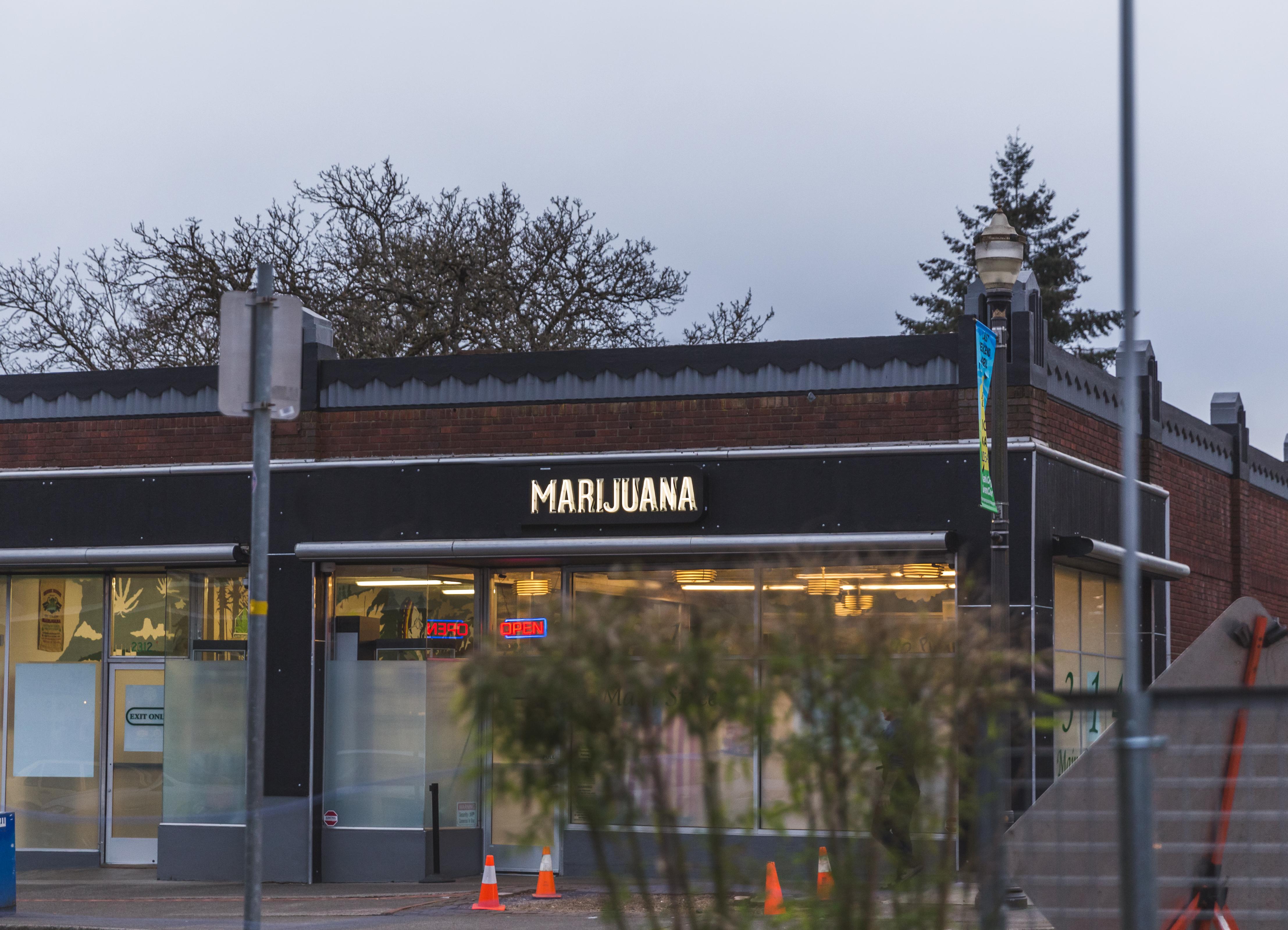 shutterstock_618227249 _ Building with marijuana