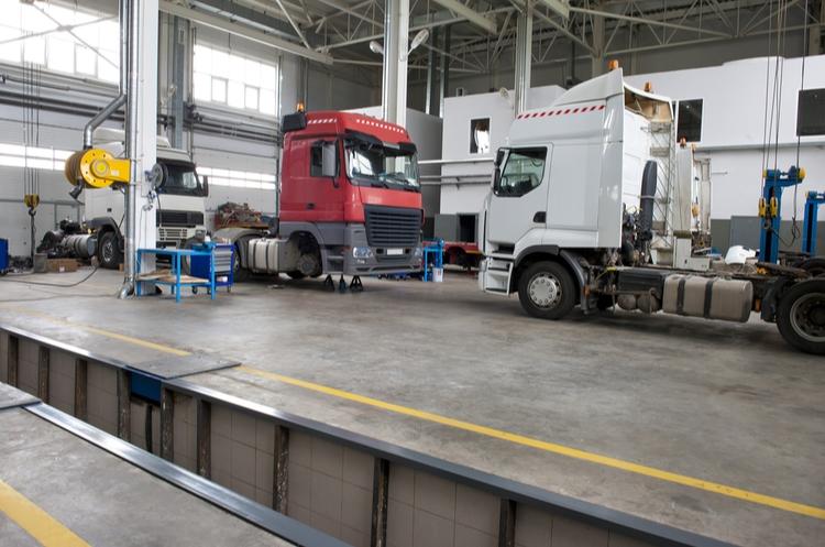 shutterstock_660676117_truck repair_web
