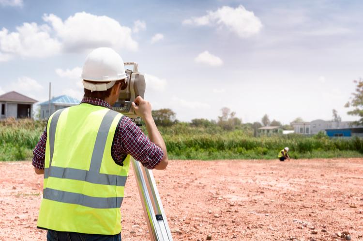 shutterstock_744465556_land surveyor web