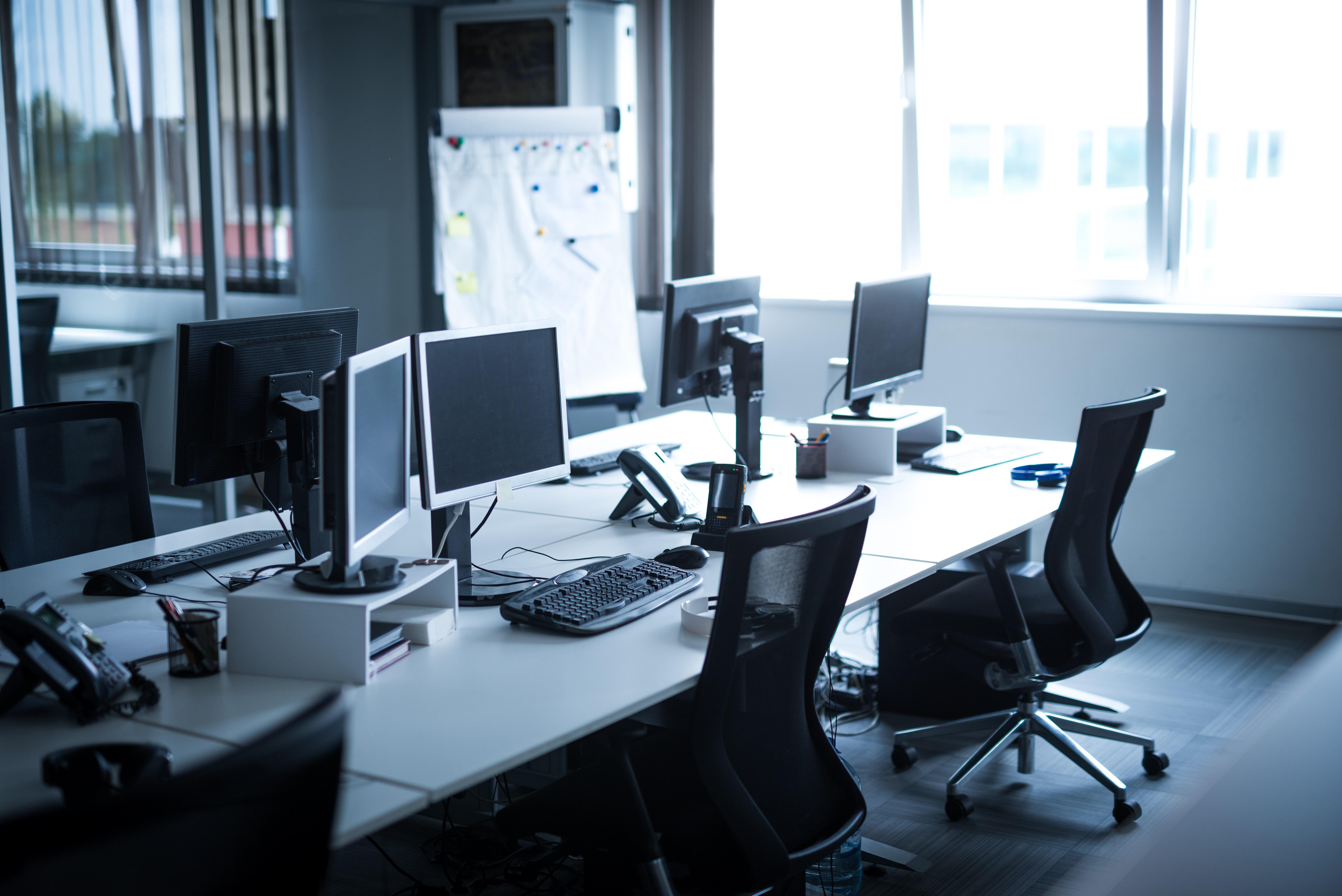 shutterstock_empty office