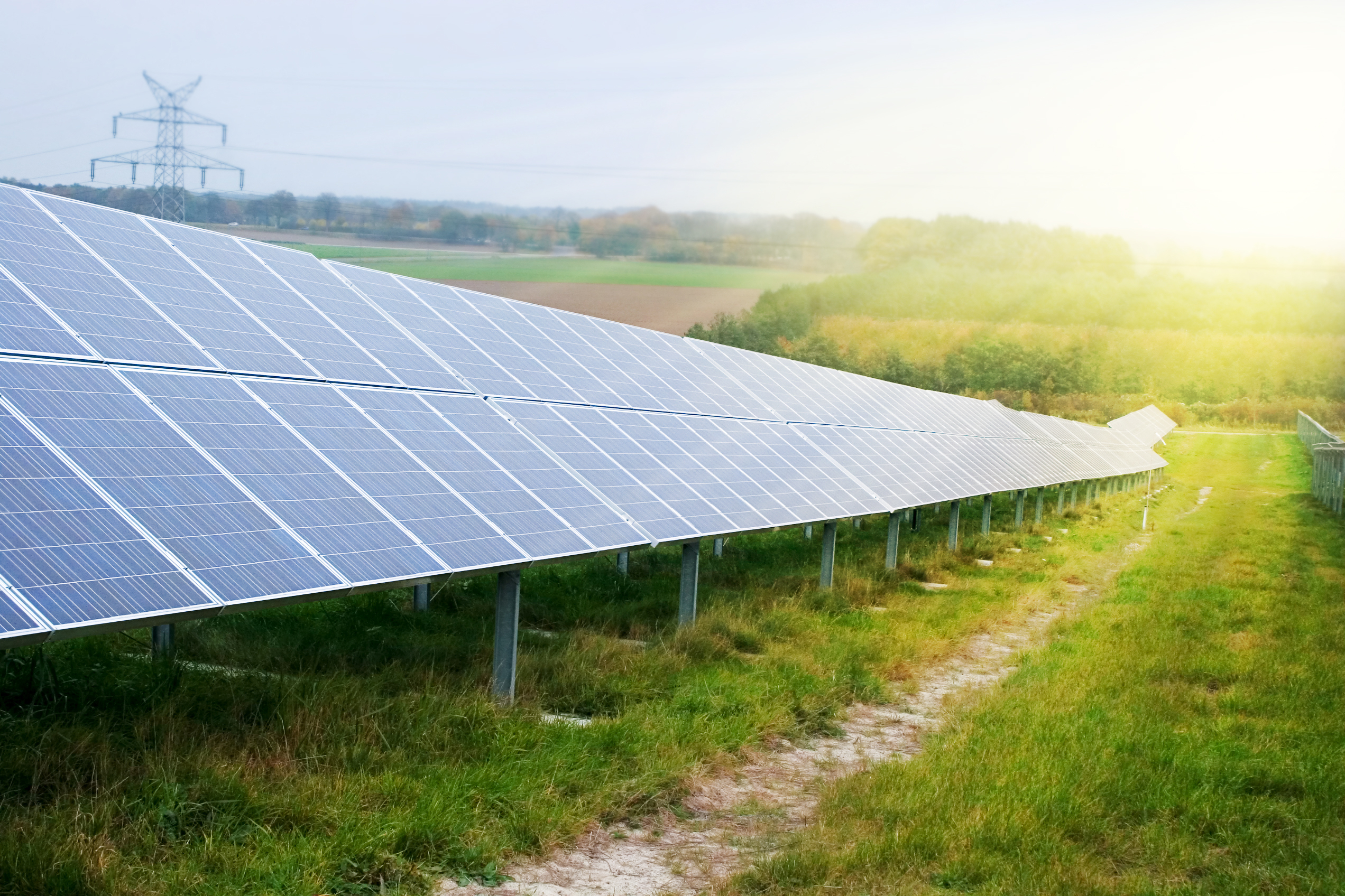 solar shutterstock_1076055119